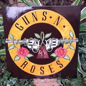 "JULIEN AUGY : Plaque décorative ""Guns N Roses"""